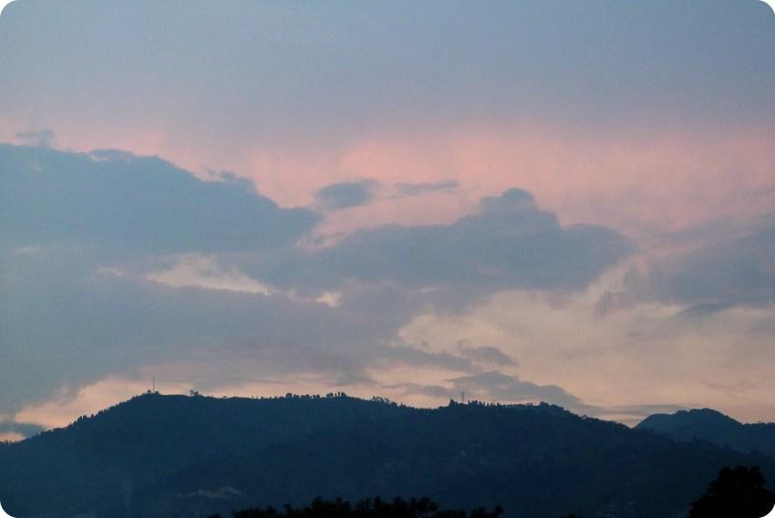 atardecer en la montaña desde la casa en Medellín