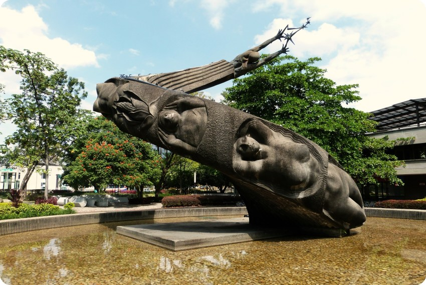 Escultura Fuente de la vida de Medellín