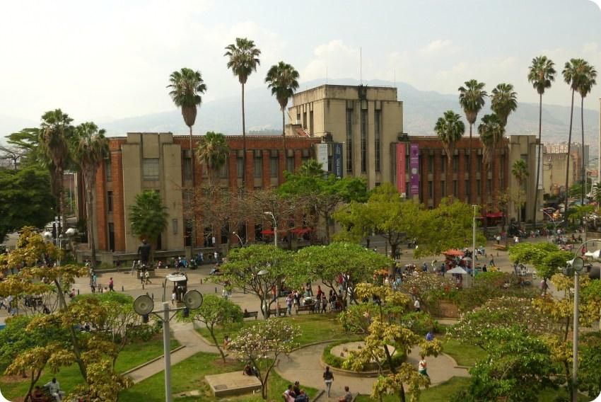 plaza Botero y Museo de Antioquia vistos desde el Palacio de la Cultura de Medellín