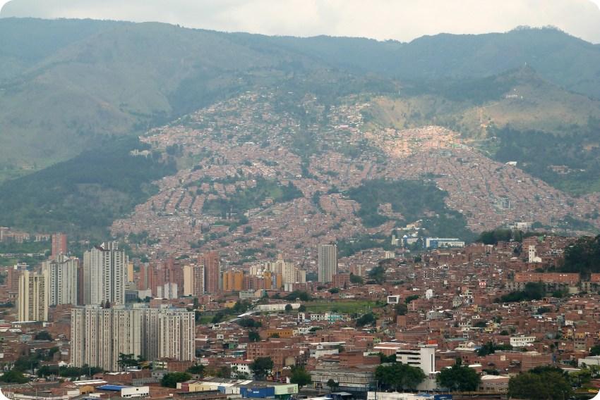 vue sur la montagne depuis le Pueblito Paisa de Medellín