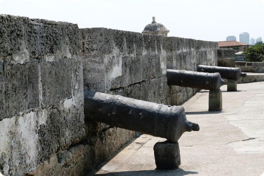 Canons sur le bord des murailles de Carthagène