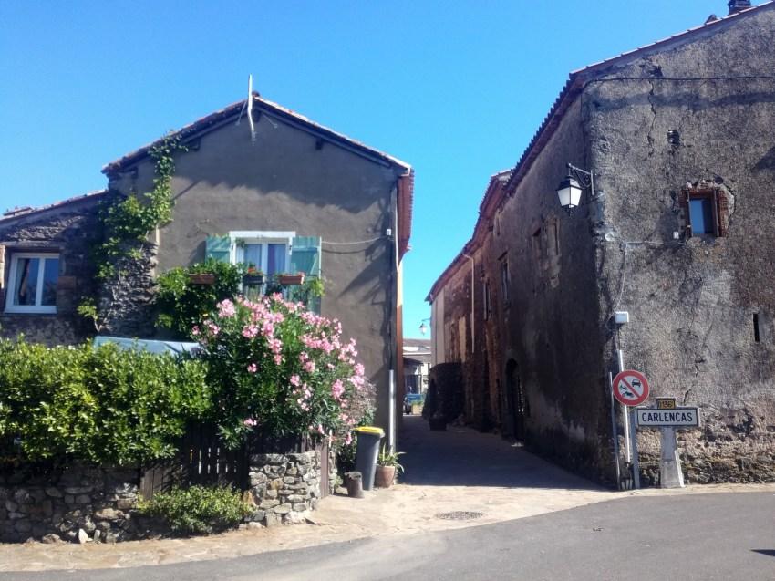 carlencas et levas village hérault voyage vélo