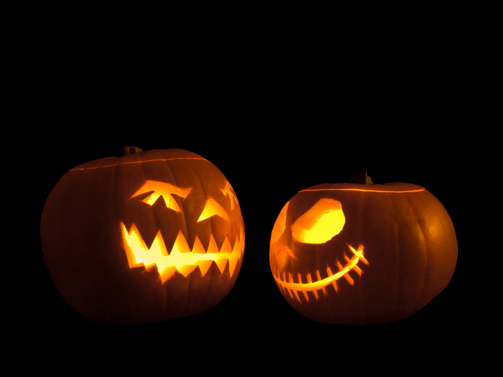 Jack-o'-lanterns facing each other