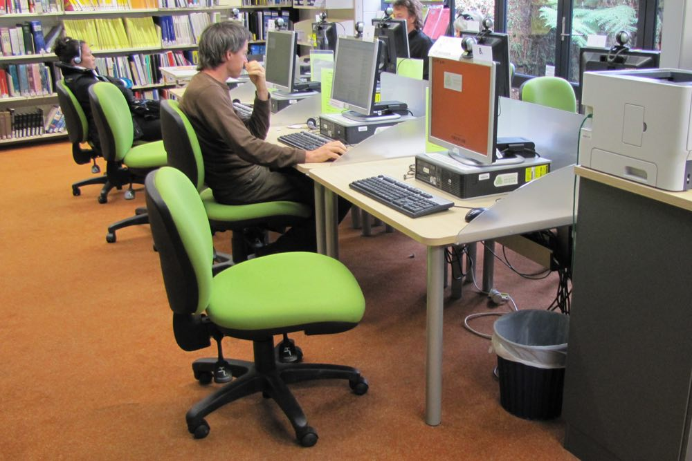 Socrates STANDARD Computer Workstation at Orewa Library.