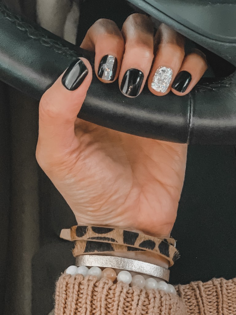 black press-on nails