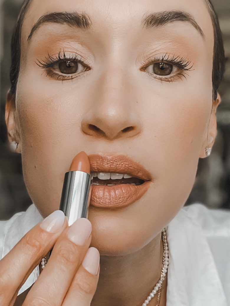 simple makeup- neutral lipstick- kylie cosmetics creme brulee
