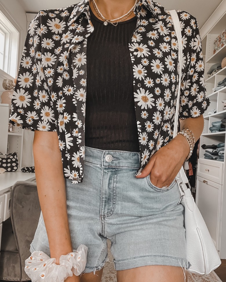casual summer and spring outfit for women; how to style a button-down shirt