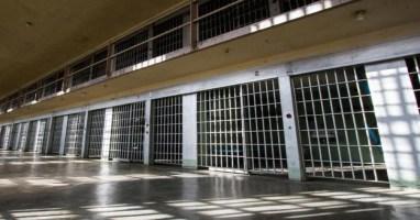 prison_cells_-1470760868-5199_625x327.jpg