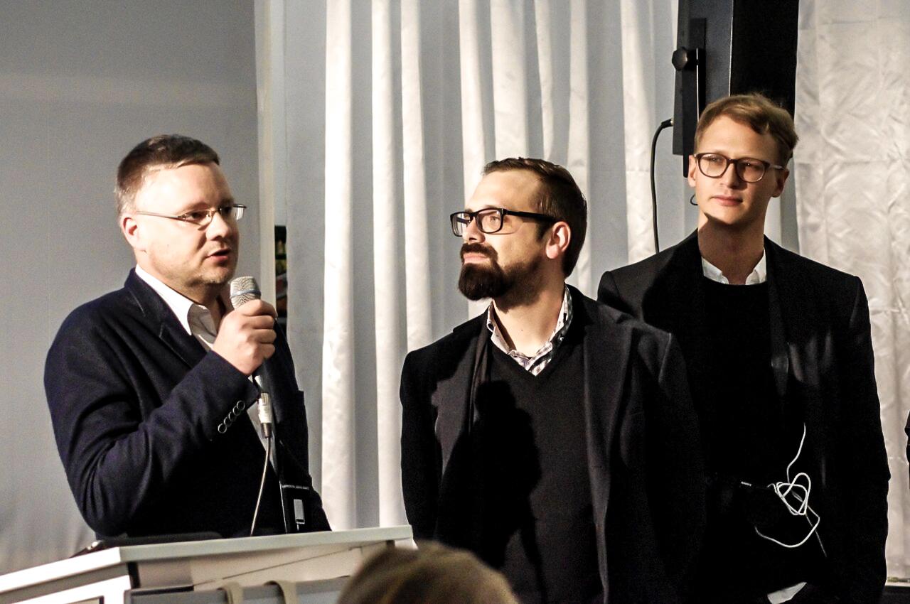 Das Team des Instituts für digitales Lernen bekommt den eBook-Award bei der Preisverleihung des Deutschen eBook-Awards