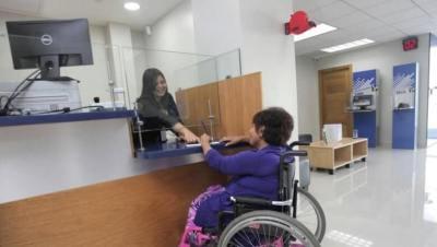 Accesibilidad en mostrador de atención, adaptaciones para usuarios de silla de ruedas