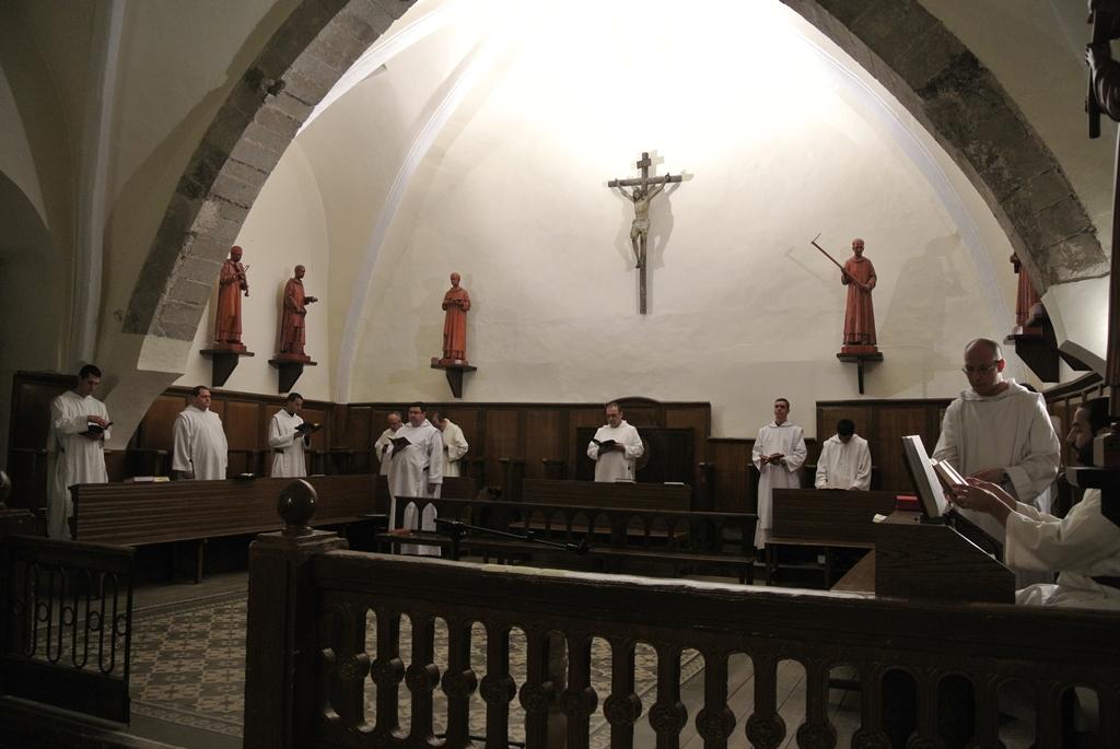 Reunión de la rama contemplativa del instituto del Verbo Encarnado en el Monasterio de Nuestra Señora de El Pueyo (España)