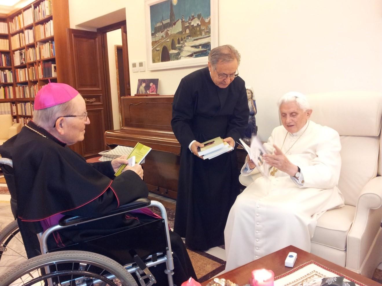 mons-erba-papa-Benedicto-XVI