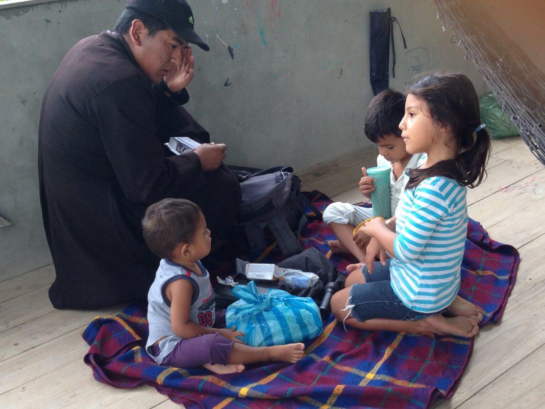 ayuda-a-damnificados-en-el-terremoto-de-ecuador (10)