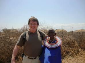 Con una mujer masai , en África Oriental