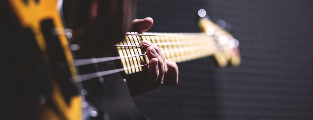 The simplest way to tune a bass guitar