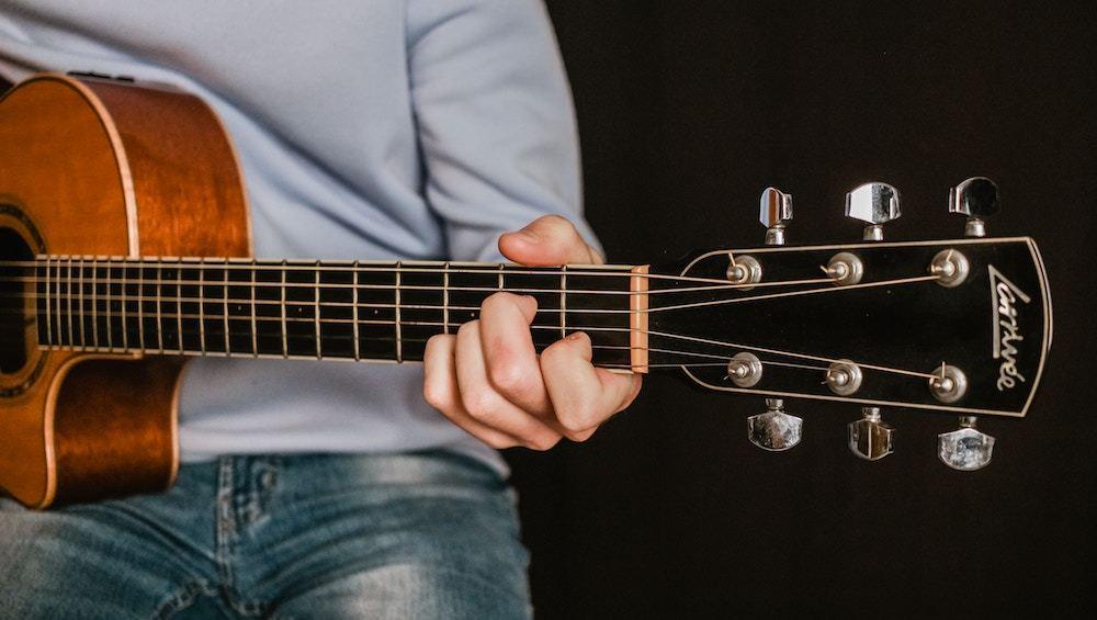 The Correct Way To Play B Major Chord On Guitar