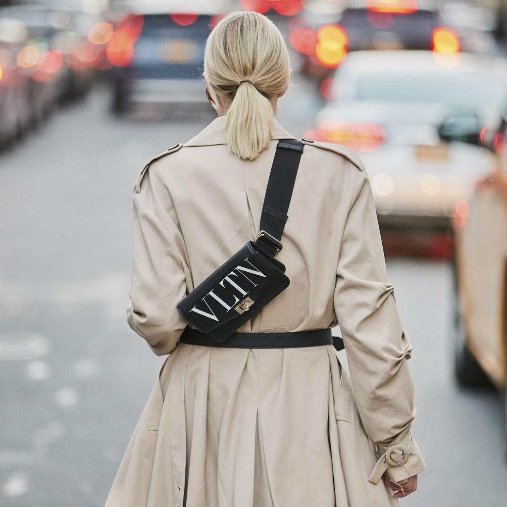 17 sofisticadas cangureras que le darán un toque muy cool a tu outfit