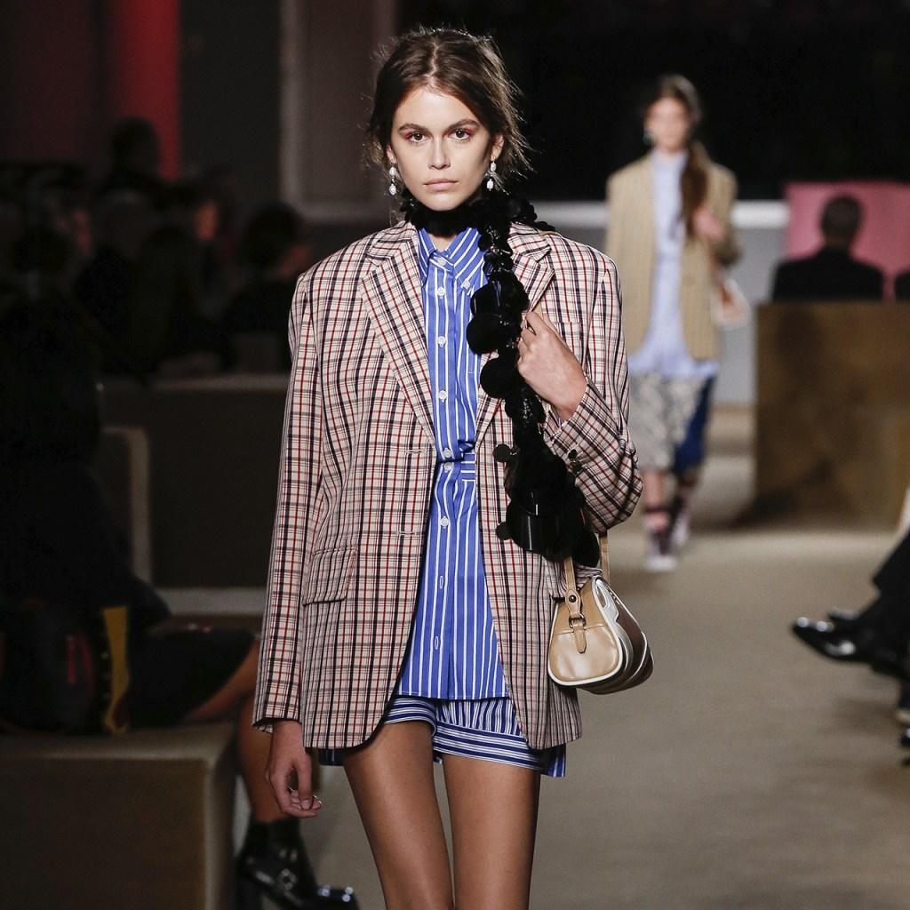Conoce la «Seditious Simplicity» de Prada (y la bolsa que vas a necesitar)
