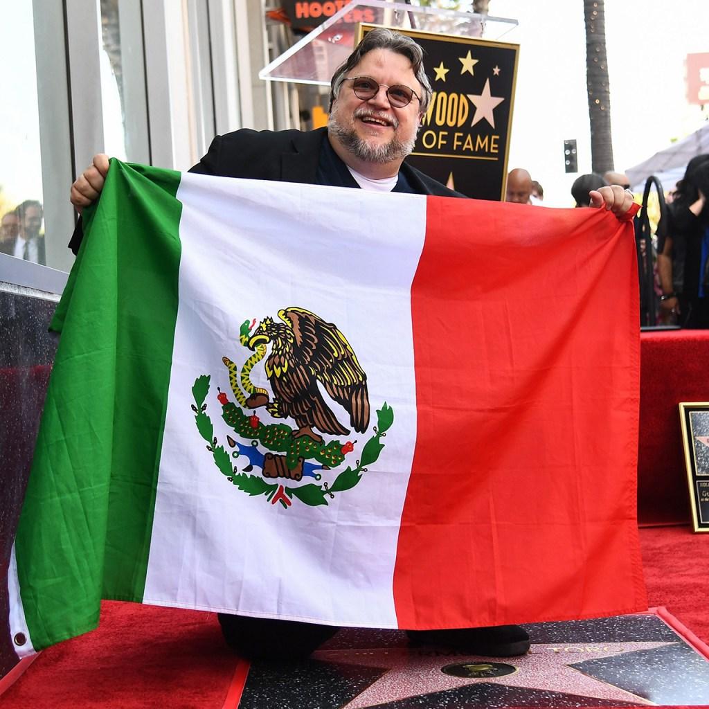 Guillermo del Toro devela su estrella en el Paseo de la Fama en Hollywood