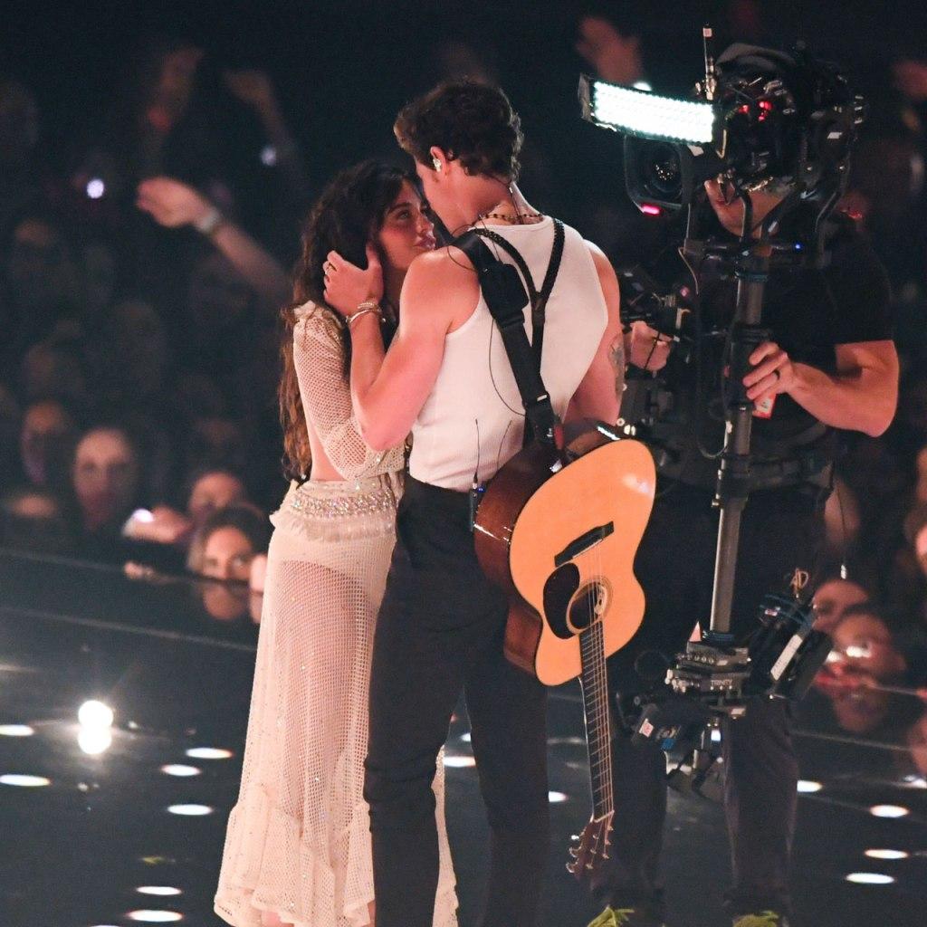El beso de Shawn Mendes y Camila Cabello que rompió el Internet
