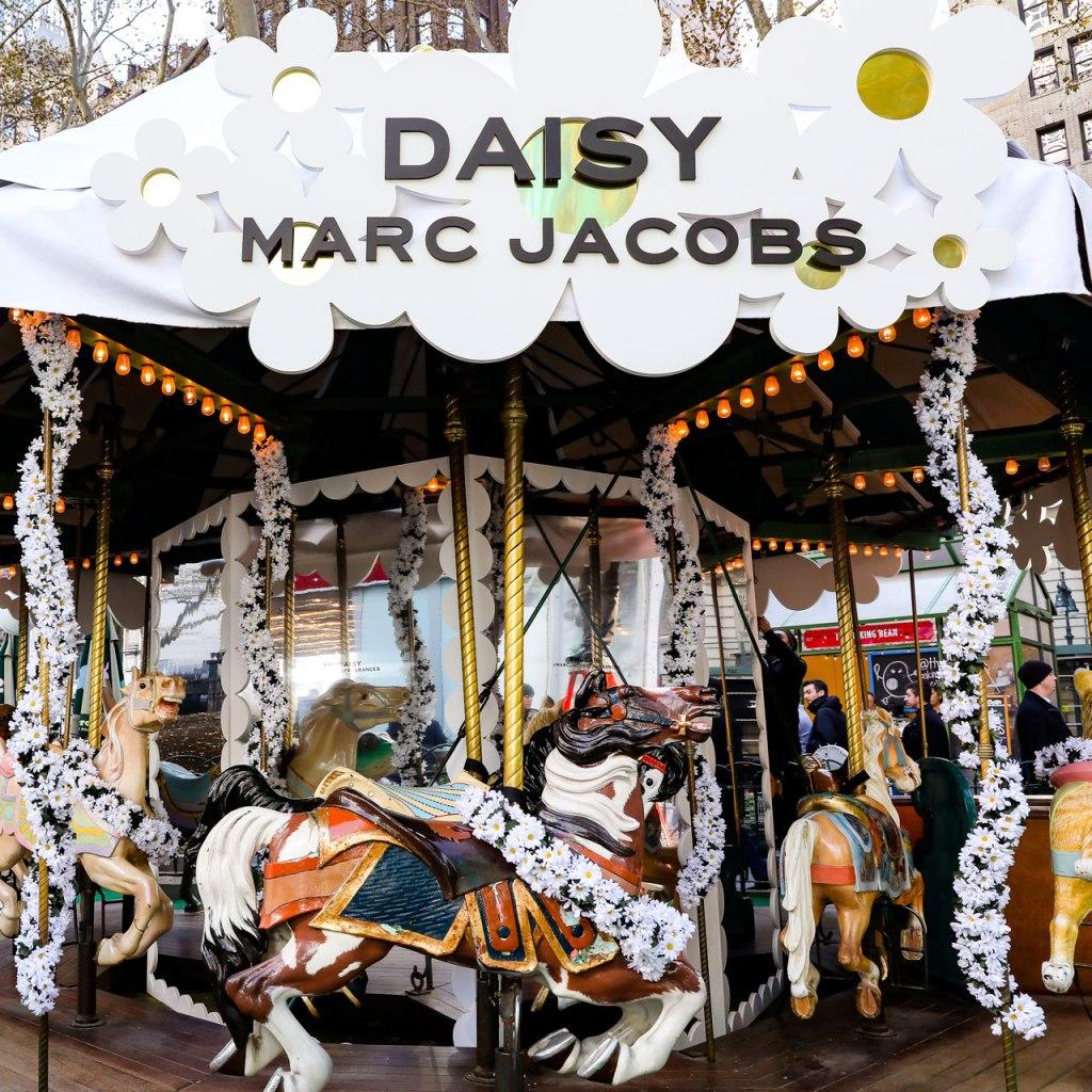 Daisy Winter Carousel: Un carrusel lleno de flores en Nueva York