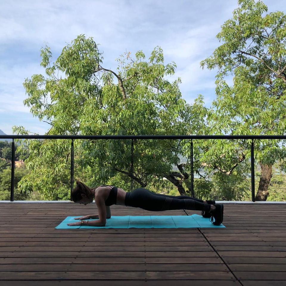 10 ejercicios que te ayudarán (finalmente) a marcar tus abs