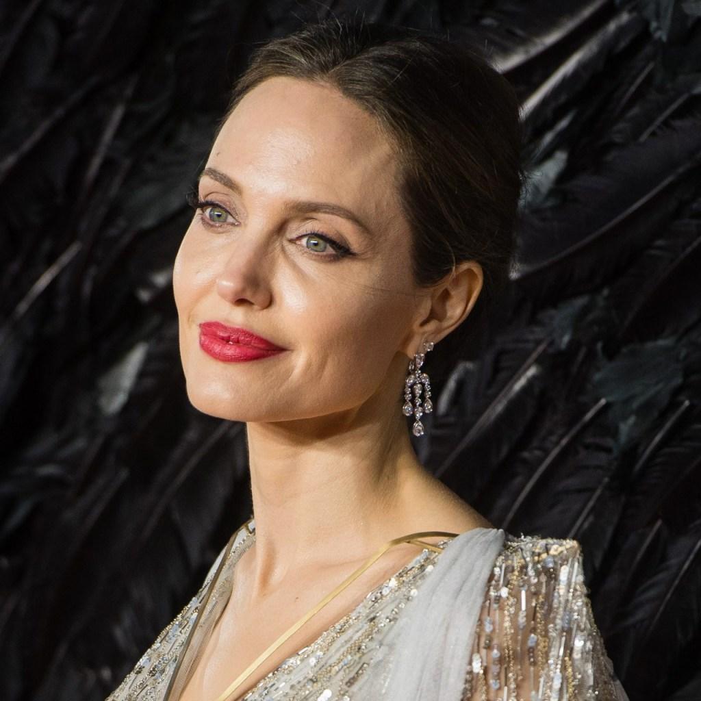El primer vistazo a Angelina Jolie con el equipo completo de Smokejumper