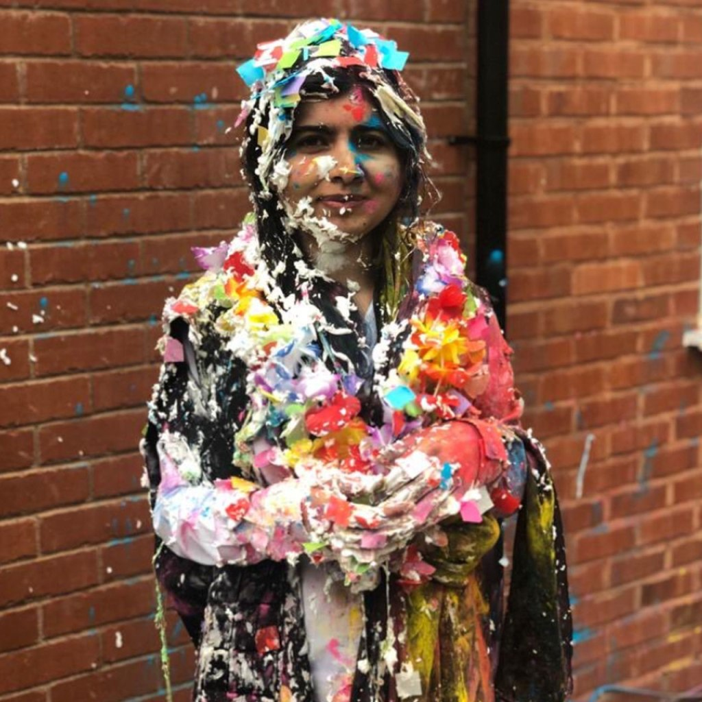 Malala se acaba de graduar de Oxford University y así lo celebró