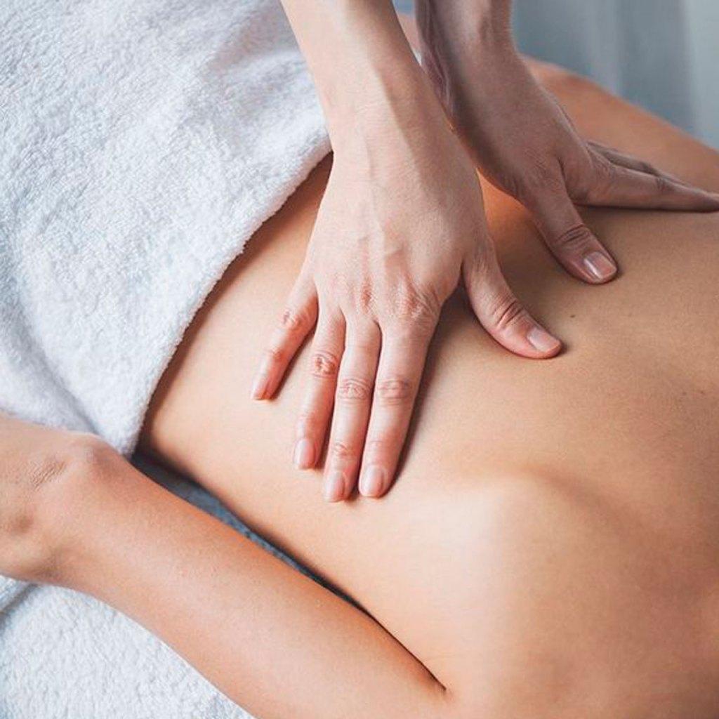 3 maneras fáciles de aliviar el dolor de cuello y hombros desde casa