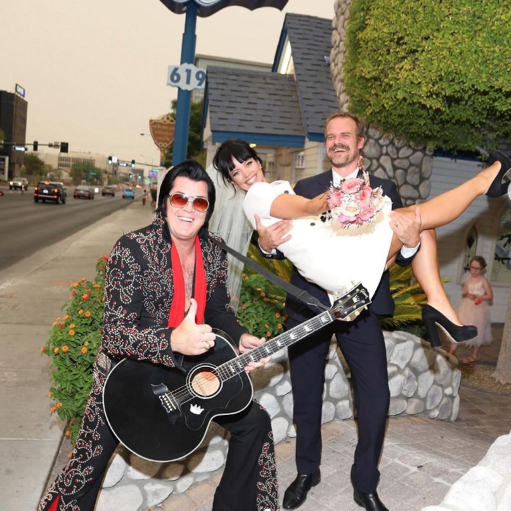 Lily Allen se casó en Las Vegas, con un vestido Dior y lo celebró en In-n-Out Burgers