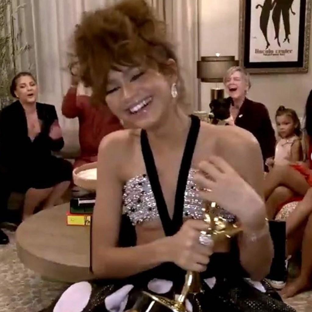 Zendaya recibió su Emmy con un vestido Armani Privé (y sí, también lo queremos)