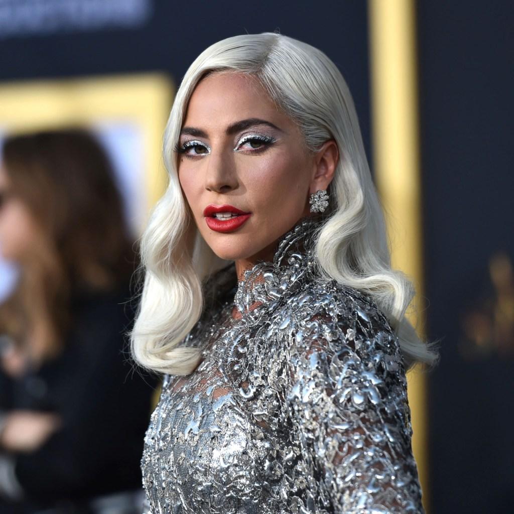 Robaron los perritos de Lady Gaga y su paseador está grave en el hospital