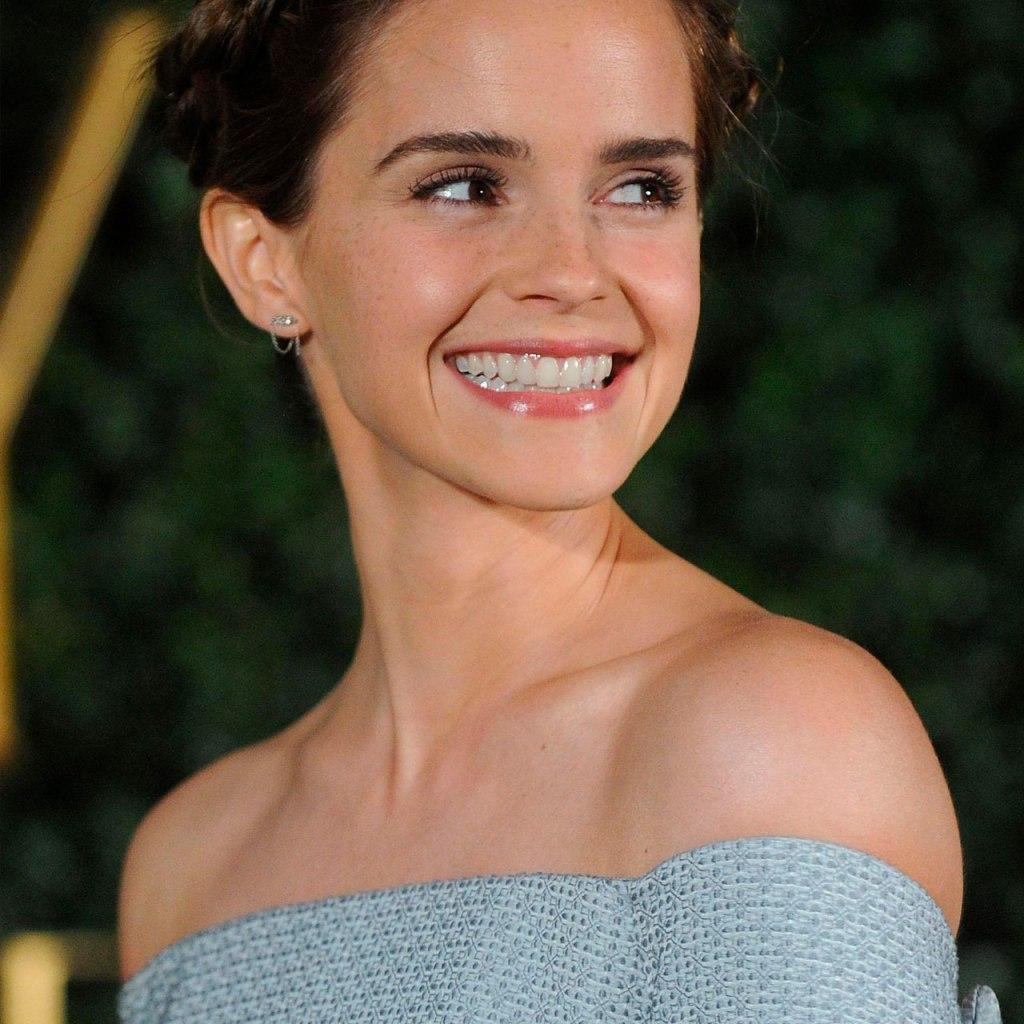 El paso en la rutina de Emma Watson que le deja la piel súper glowy
