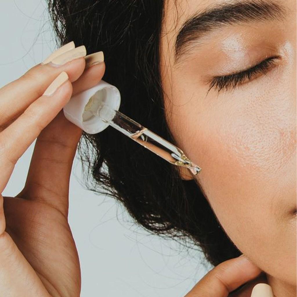¿Ácido hialurónico para combatir las ojeras? Te decimos cómo