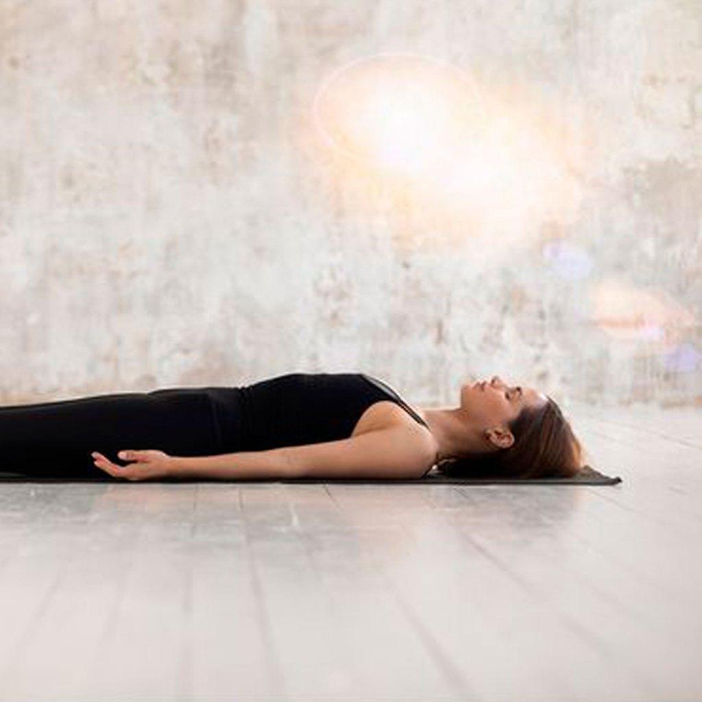 Yoga nidra: la práctica favorita de Emma Watson para calmar su ansiedad