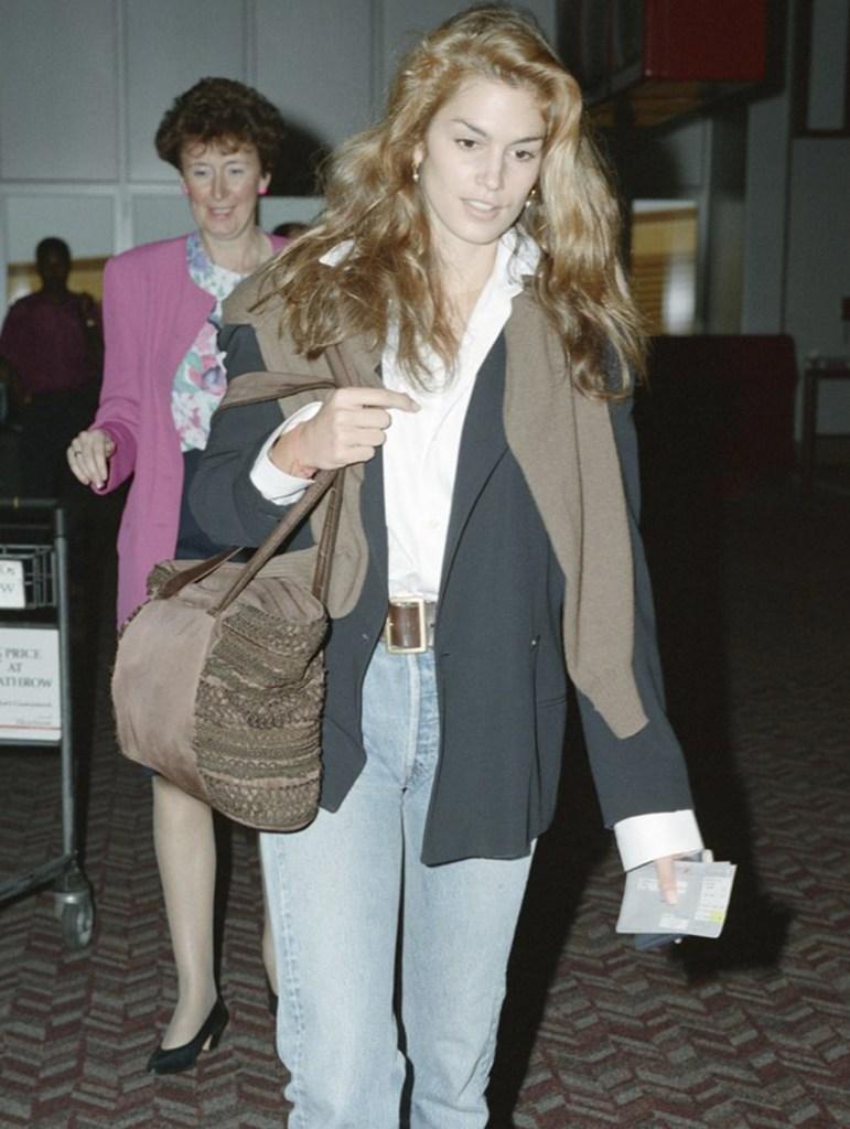 como combinar jeans de los 90