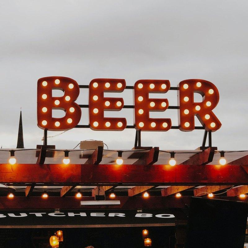 Estos son los maridajes perfectos para celebrar el Día de la Cerveza