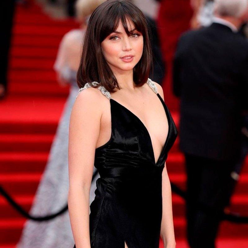 Ana de Armas llevó el vestido perfecto de Chica Bond a la premiere de 'No Time to Die'