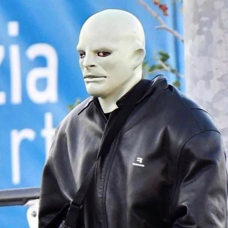 WTF, Kanye? El cantante apareció con un misterioso look… otra vez