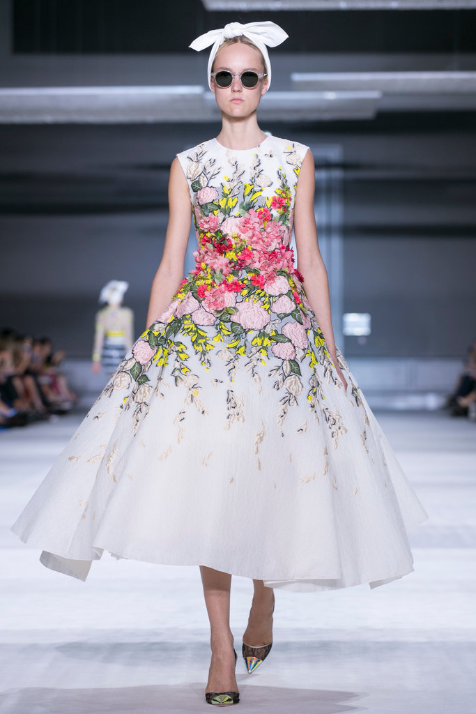 https://i0.wp.com/int.nyt.com/applications/catwalk/images/giambattista-valli/winter-2014-couture/11-jumbo.jpg