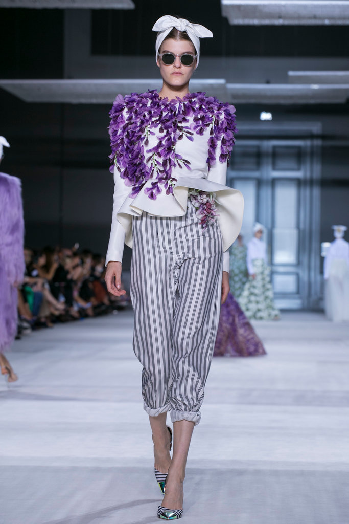 https://i0.wp.com/int.nyt.com/applications/catwalk/images/giambattista-valli/winter-2014-couture/24-jumbo.jpg