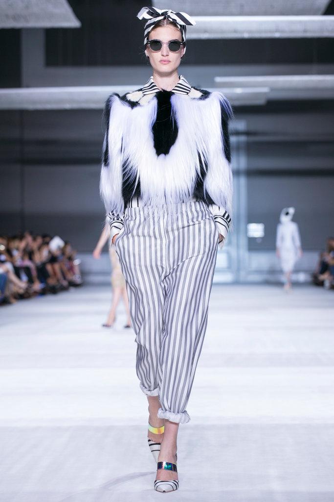 https://i0.wp.com/int.nyt.com/applications/catwalk/images/giambattista-valli/winter-2014-couture/3-jumbo.jpg