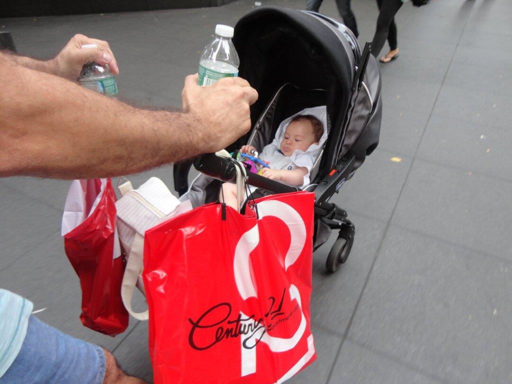 Viajar com bebê : Estêvão no carrinho