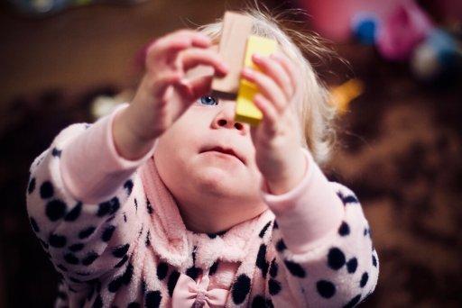 Marcos de desenvolvimento infantil - montando blocos