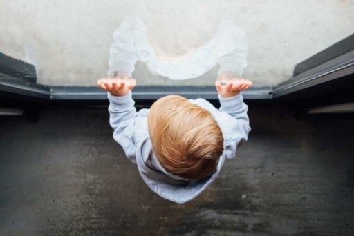 Marcos de desenvolvimento infantil - se ver no espelho