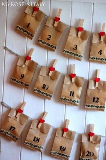 Calendário do Advento com sacolas de papel