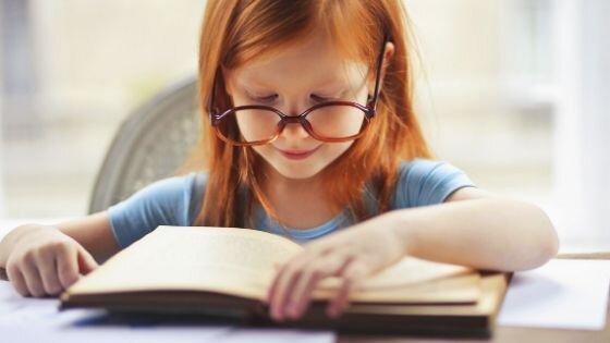 crianças que lêem