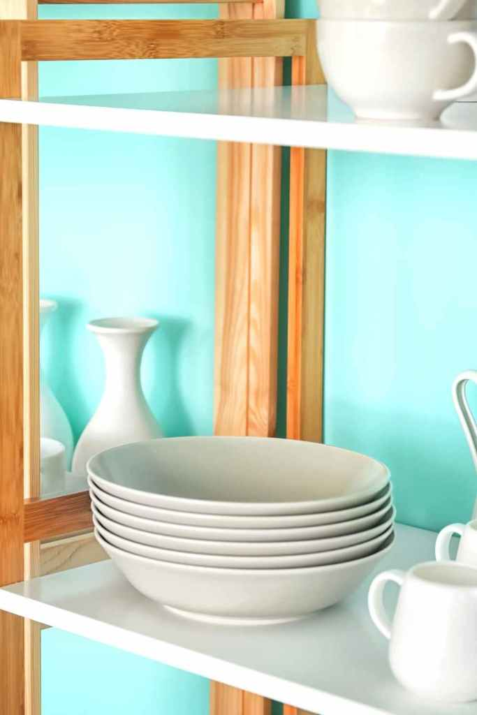 decoração de cozinha com prateleiras 8
