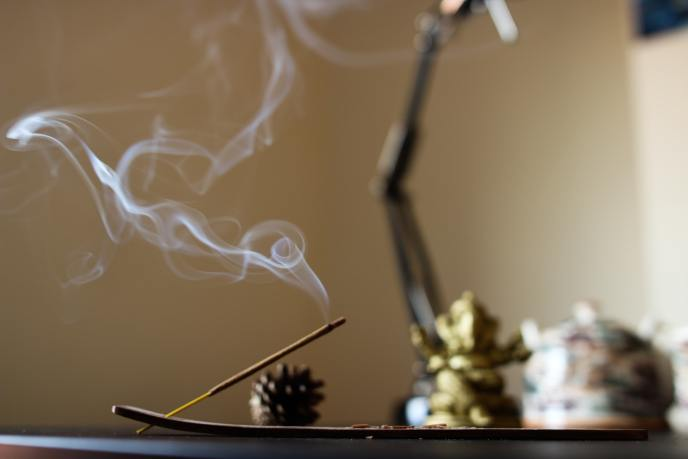 An incense candle burning. The release of fine particulate matter from incense poses a serious health risk from indoor air pollution. Indoor air quality can be significantly affected by burning incense and other candles.