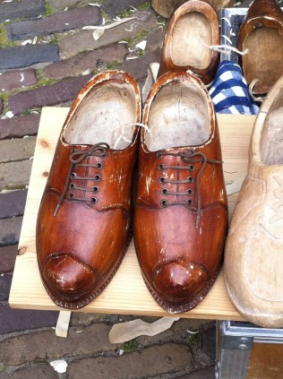 Wooden shoes with laces